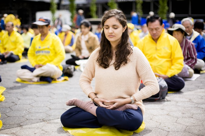 Falun Dafa practitioners mediate during the World Falun Dafa Day event at Union Square, New York City, on May 11, 2017. (Samira Bouaou/The Epoch Times)