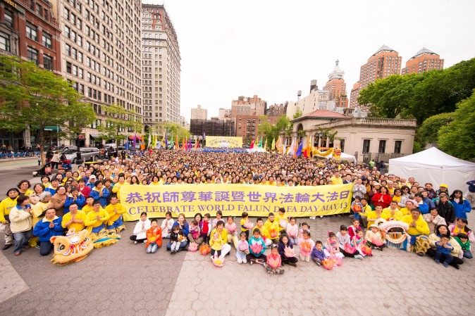Falun Dafa practitioners celebrate World Falun Dafa Day at Union Square, New York City, on May 11, 2017. (Benjamin Chasteen/The Epoch Times)