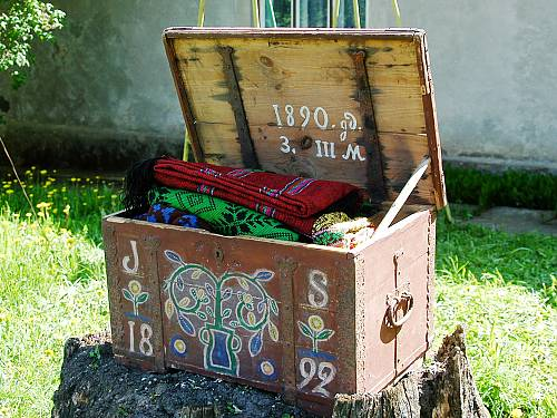 A trunk dating back to 1890 is a family heirloom and an example of Suiti carving and folk art. (Ethnic Culture Centre Suiti Foundation)