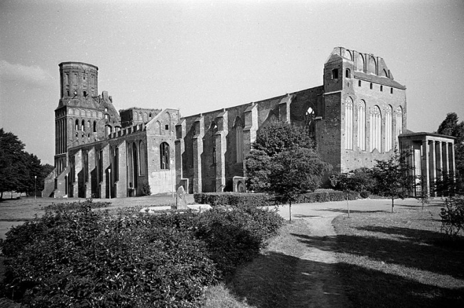 A 1988 photo shows the derelict Königsberg Cathedral. (CC-BY 2.0)