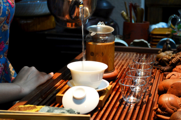 A tea ceremony emphasizes the form, while tea art is more about the spiritual connotation. (Image: David Boté Estrada via flickr / CC BY-SA 2.0)