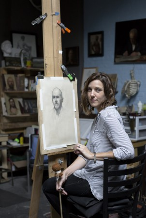 Artist Jessica Leigh Artman works on a drawing at Grand Central Atelier in Queens, N.Y., on Aug. 11, 2017. (Samira Bouaou/The Epoch Times)