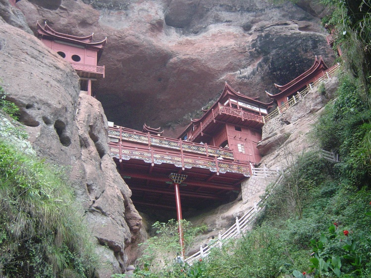 The Buddha's bead chain was enshrined in a temple on a high cliff face. (Image:  wikimedia  /  CC0 1.0) CC BY 3.0)