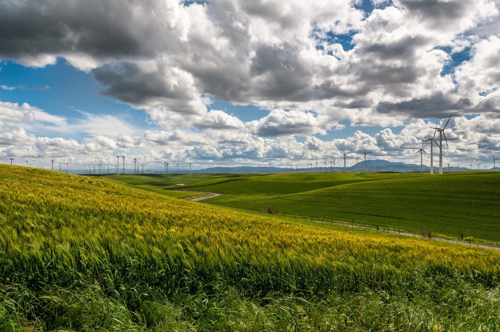 Wind farms have been popping up around the world, acres of multistory-high windmills that can convert a passing breeze into electrical power for the local grid. (Image:  pixabay  /  CC0 1.0)