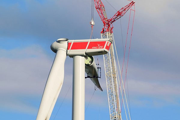 Most turbines will be made up of three similar pieces — a tower, a nacelle, and a set of rotor blades. (Image: pixabay / CC0 1.0)