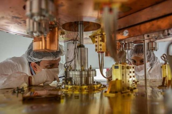 Researchers working on the cryostat. Credit: CUORE Collaboration