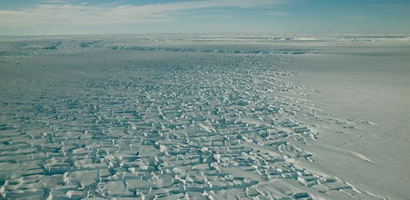 Reconnaissance flight over the Thwaites glacier. (Credit: U.S. National Science Foundation / US Antarctic Program)