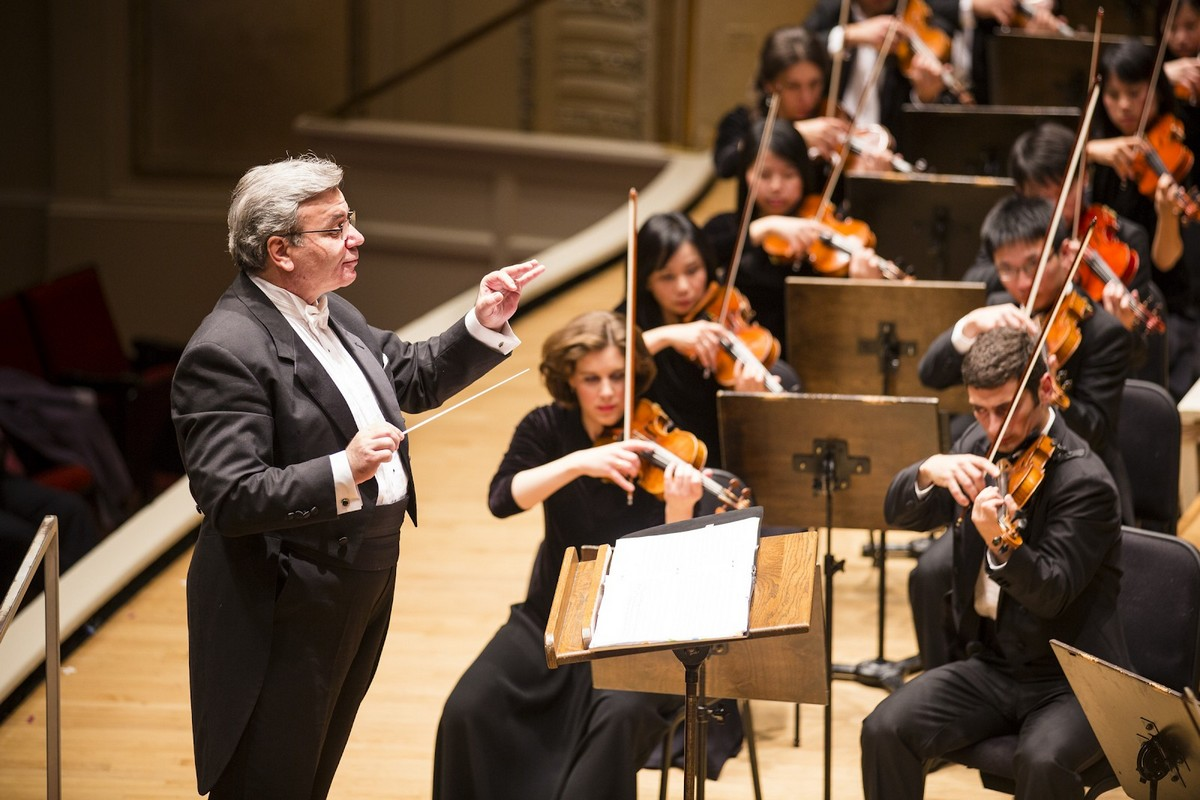 Conductor Milen Nachev with the Shen Yun Symphony Orchestra preparing for the 2015 concert season.